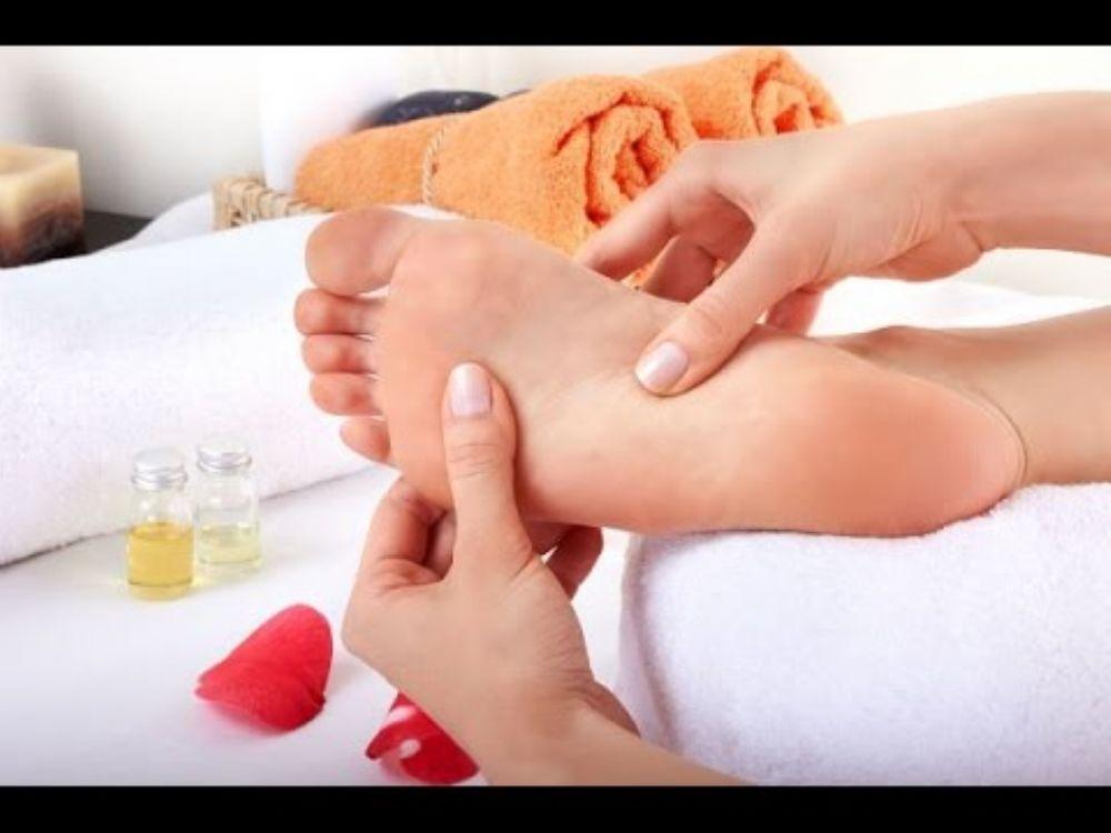 تعرفوا الى اسباب الم باطن القدمين وطريقة علاجه الطب العربي البديل